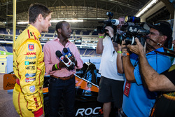 Ryan Hunter-Reay talks to media