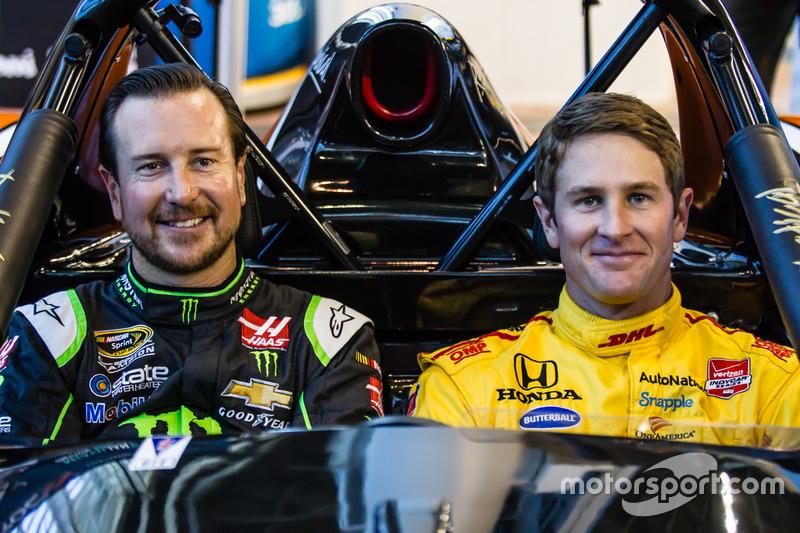Kurt Busch y Ryan Hunter-Reay en el coche Radical que participa en la 2017 Race of Champions en Miami en el  Marlins Park