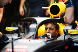 Daniel Ricciardo, Red Bull Racing RB12 running the Halo cockpit cover