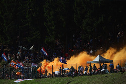 Max Verstappen, Red Bull Racing RB12 fans set off flares