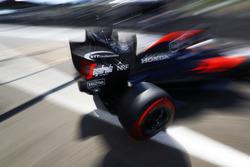 Fernando Alonso, McLaren sale del garaje