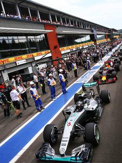 Ніко Росберг, Mercedes AMG F1 W07 Hybrid на піт-лейн після зупинки гонки