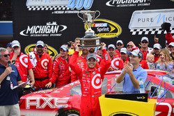 Sieger Kyle Larson, Chip Ganassi Racing, Chevrolet
