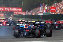 Дженсон Баттон, McLaren MP4-31 на старте гонки