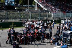 Даниил Квят, Scuderia Toro Rosso STR11 на стартовой решетке