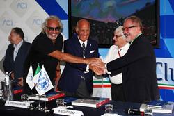 (Зліва направо): Жан Тодт, президент FIA та  Флавіо Бріаторе; Анджело Стіччі Даміані, Президент Автомобільного клубу Італії; Берні Еклстоун та Роберто Мароні, регіональний президент Ломбардиії, на анонсі треку Монци
