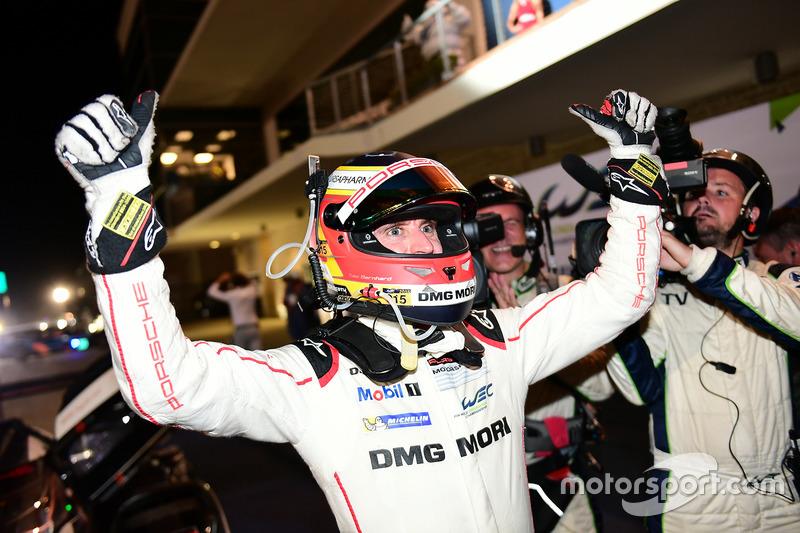 Ganadores de la carrera #1 Porsche Team Porsche 919 Hybrid: Timo Bernhard, Mark Webber, Brendon Hartley