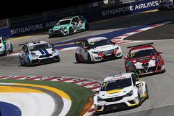 Jordi Oriola, Opel Astra TCR, Kissling Motorsport and Petr Fulín, Alfa Romeo Giulietta TCR, Mulsanne Racing.