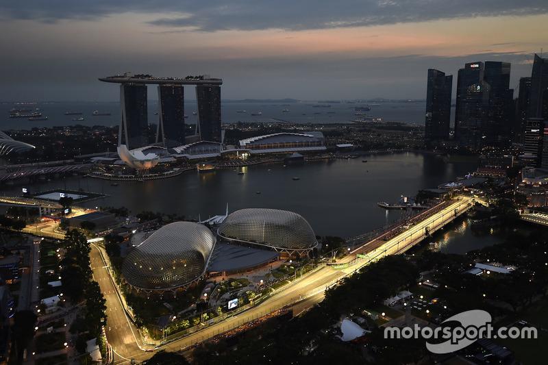 O GP de Cingapura é visto pelos pilotos como um dos mais difíceis de toda a temporada, seja pelas características do circuito, seja pelo clima da região.