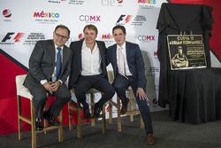 Federico Gonzalez Compean, Geschäftsführer von CIE; Adrian Fernandez; Rodrigo Sanchez, Marketingleiter bei CIE