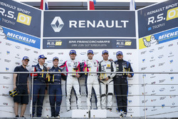 Podium: race winners #2 R-ace GP Racing Renault RS01: Raoul Owens, Fredrik Blomstedt, second place #21 Equipe Verschuur Renault RS01: Pieter Schothorst, Jeroen Schothorst, third place #16 Team Duqueine Renault RS01: Robert Kubica, Christophe Hamon