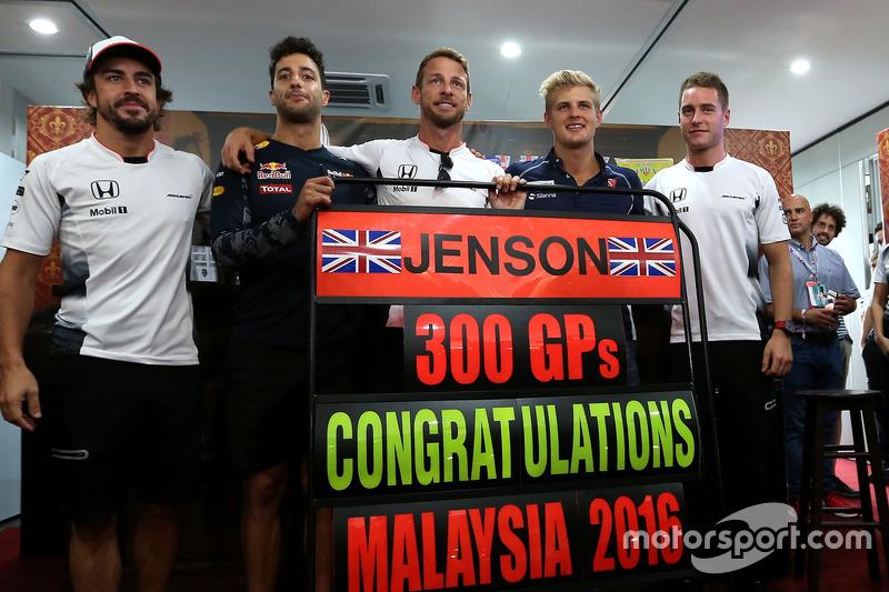Jenson Button, McLaren celebra sus 300 GP, Daniel Ricciardo, Red Bull Racing, Stoffel Vandoorne,tetcer piloto, McLaren F1 Team y Marcus Ericsson, Sauber F1 Team