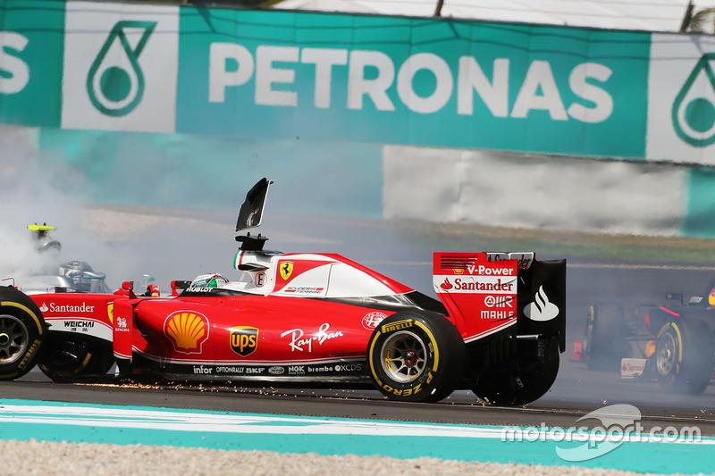 Toque entre Vettel y Rosberg