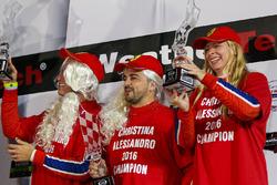 Подіум GT Daytona: бронзові призери #63 Scuderia Corsa Ferrari 488 GT3: Крістіна Нільсен, Алессандро Бальзан, Джефф Сігал