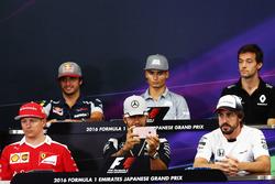 La Conferencia de prensa FIA (desde la fila posterior (de izquierda a derecha)): Carlos Sainz Jr., Scuderia Toro Rosso; Pascal Wehrlein, Manor Racing; Jolyon Palmer, Renault Sport F1 Team; Kimi Raikkonen, de Ferrari. Lewis Hamilton, Mercedes AMG F1; Fernan