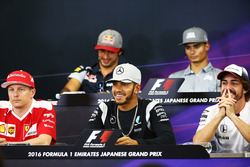 (L to R): Kimi Raikkonen, Ferrari; Lewis Hamilton, Mercedes AMG F1 Team; and Fernando Alonso, McLaren in the FIA Press Conference