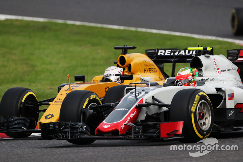 Esteban Gutierrez, Haas F1 Team VF-16 e Kevin Magnussen, Renault Sport F1 Team RS16