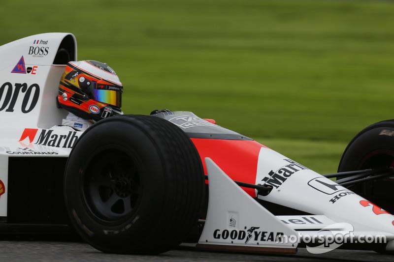 Stoffel Vandoorne,Piloto de prueba y de reserva de McLaren, en el coche de Alain Prost McLaren MP4/5 Honda