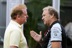 Jolyon Palmer, Renault Sport F1 Team with Robert Fernley, Sahara Force India F1 Team Deputy Team Principal
