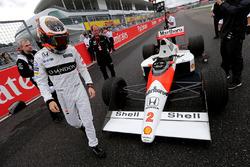 Стоффель Вандорн, McLaren F1 Team пилотирует McLaren MP4/5 Алена Проста