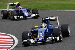 Marcus Ericsson, Sauber C35 vor Teamkollege Felipe Nasr, Sauber C35
