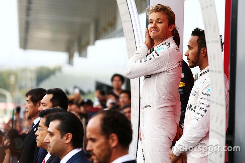 Ніко Росберг, Льюіс Хемілтон, Mercedes AMG F1 на подіумі