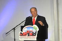 Long Beach Mayor Bob Foster