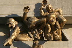 Sculpture of baseball fans at the Skydome