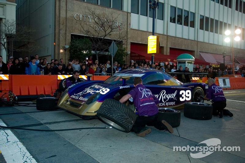 Equipe Cheever Racing à l'arrêt au stand