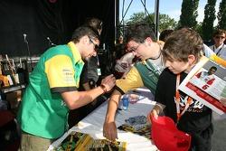 Autograph session: Alex Tagliani