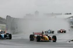 Start: Sébastien Bourdais and A.J. Allmendinger battle for the lead