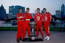 2006 IndyCar Series championship contenders photoshoot in Chicago: Helio Castroneves, Sam Hornish Jr., Scott Dixon and Dan Wheldon