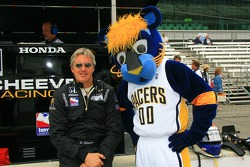 Eddie Cheever with the Indiana Pacers mascot Boomer
