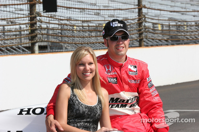 Mr. Et Mme. Sam Hornish Jr.