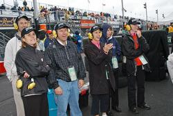Scott Dixon pit fans
