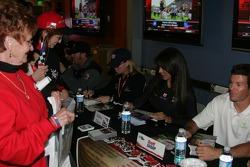 Autograph session: Scott Sharp
