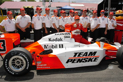 Helio Castroneves poses with the crew