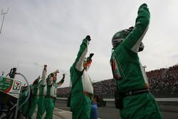 Tony Kanaan's crew celebrates