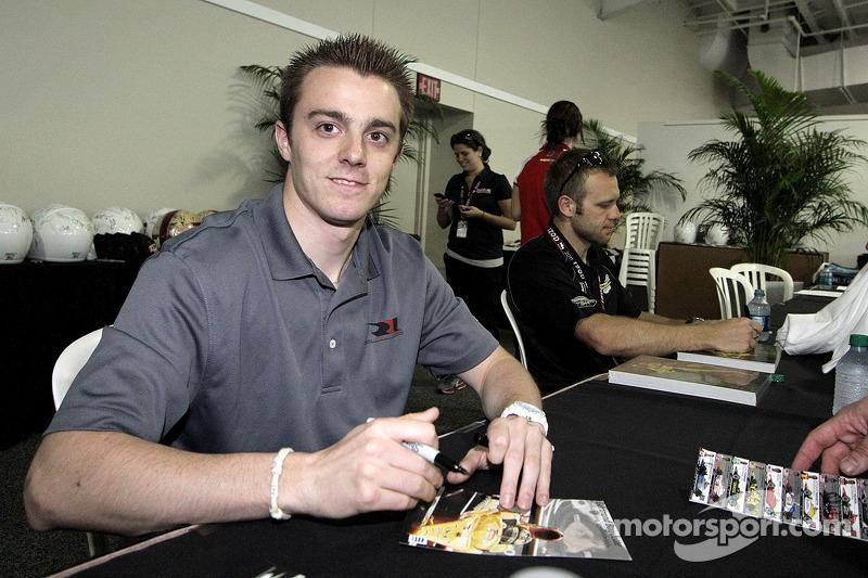 Bertrand Baguette signs autographs