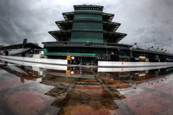 Rain ambiance on the Indianapolis Motor Speedway pitlane