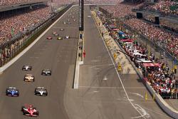 Start: Scott Dixon, Target Chip Ganassi Racing leads the field