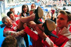 The Audi team lifts Miss 24 Heures du Mans 2011