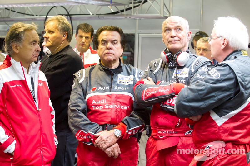 2011 год. Реакция Райнхольда Йоста и Вольфагнга Ульриха на аварию экипажа Audi Sport Team Joest