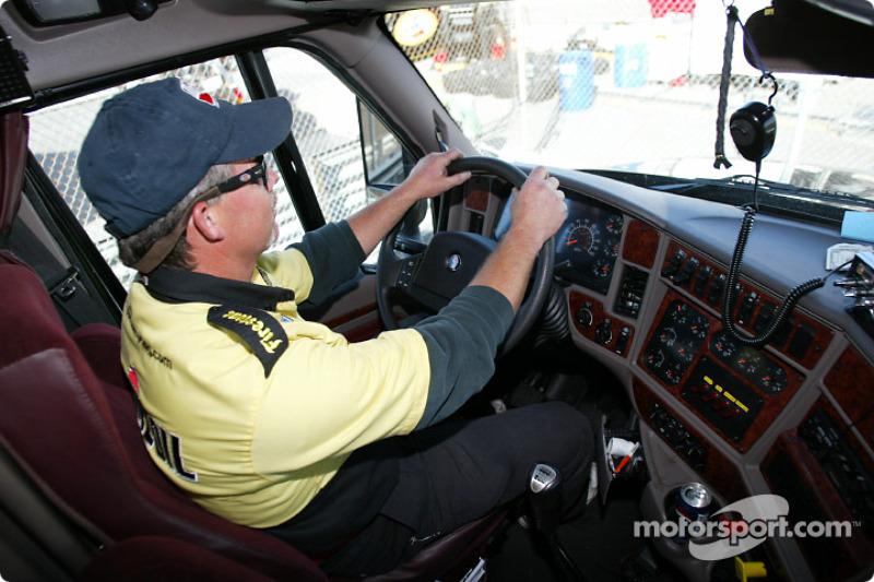 A l'interieur du camion du Panther Racing