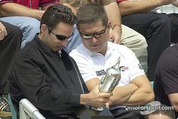 Gil de Ferran admires Helio Castroneves' mini-Borg Warner trophy