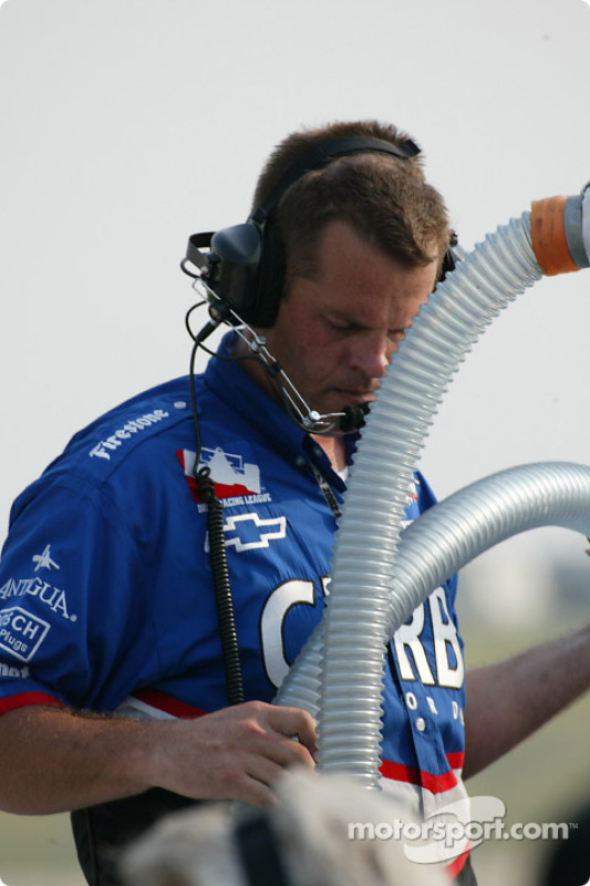 Changement de pneu pour Tomas Scheckter
