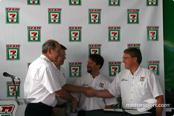 Andretti Green Racing press conference: Michael Andretti and a 7-Eleven Stores representative