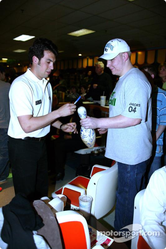Sam Hornish Jr. au PBA Pro-Am à Indianapolis : une demande d'autographe particulière pour Sam Hornish Jr.