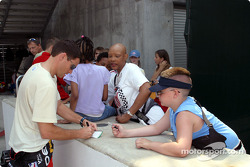 Scott Sharp signs autographs