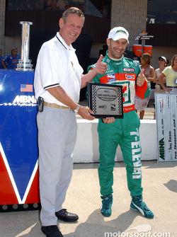 Bobby Unser presents Tony Kanaan with the pole award